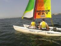 Catamarán para realizar el curso de vela
