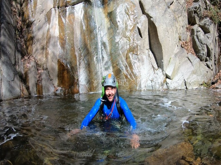 Salto a poza de agua en Font Bordonera