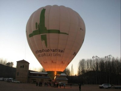 Volo in mongolfiera con foto e pranzo a Calatañazor