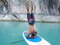 Yoga en la tabla de sup