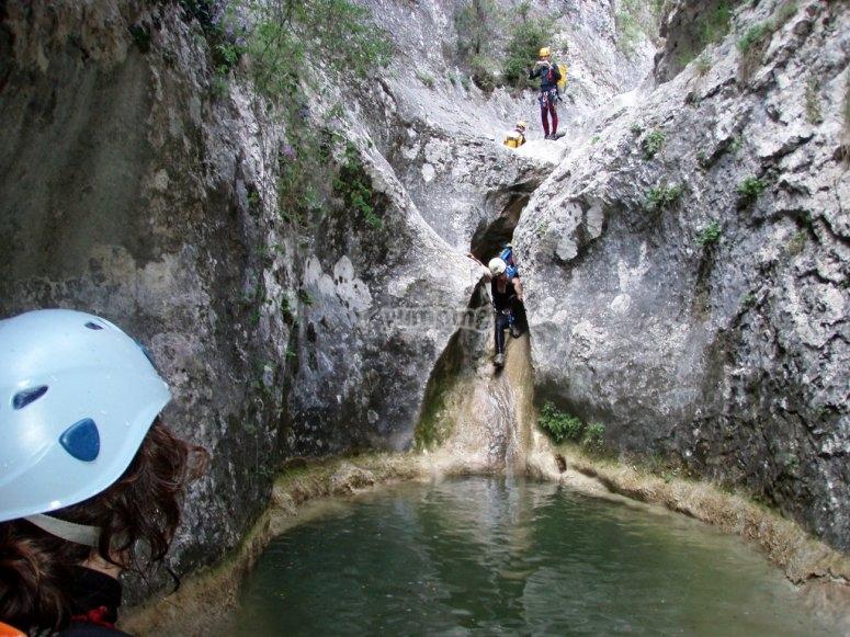 Tobogan natural formado por rocas