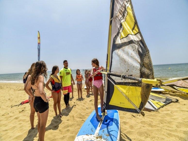 Sulla tavola sulla spiaggia di Isla Cristina