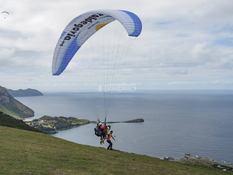 Observing the horizon from the paraglider