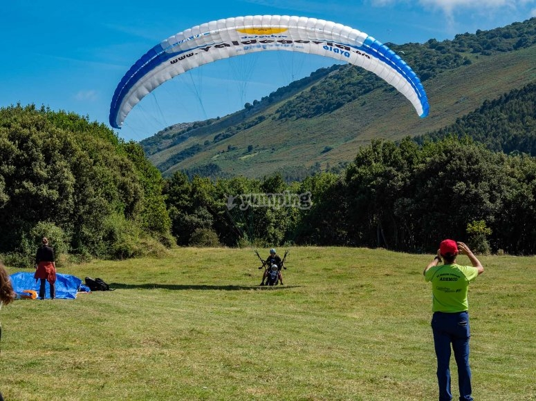 Double-seater paraglider in Santander