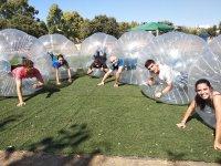 泡沫足球在人造草皮马德里1小时