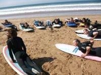 在海滩上冲浪课程讲座