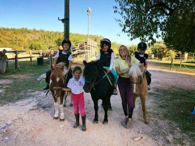 Cumpleaños infantil y paseo en pony en Buñola