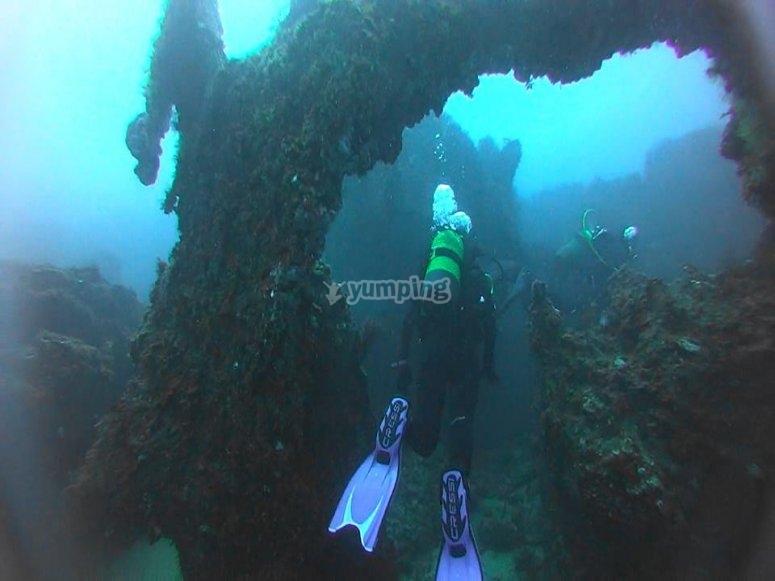 乘船在海里潜水2次