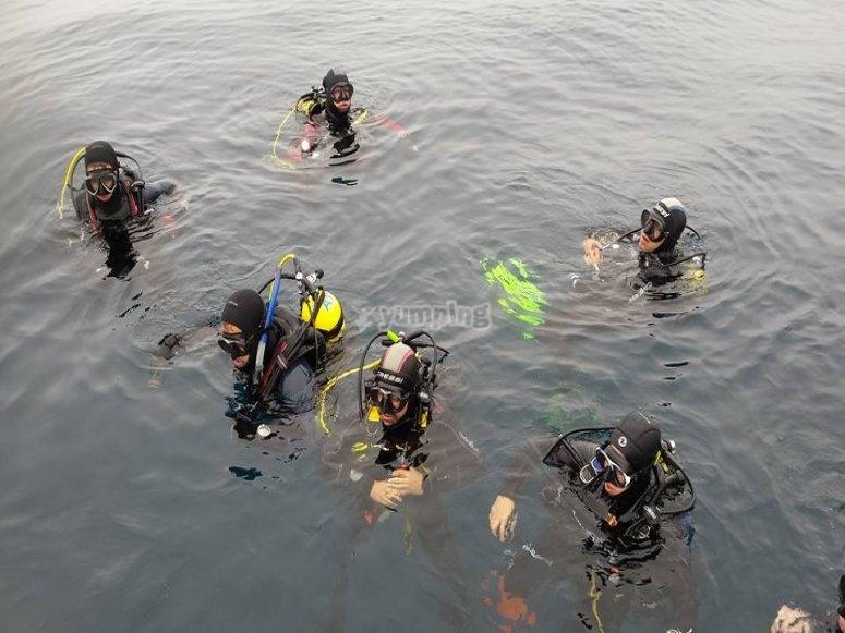 在海里潜水海上洗礼
