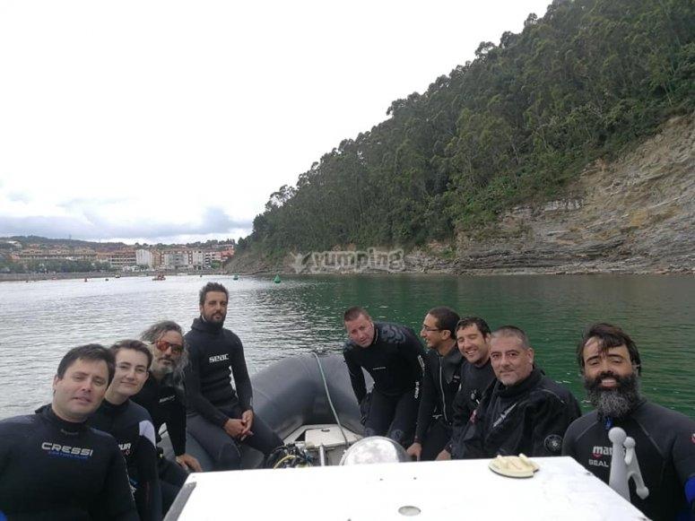 Practicar buceo en el mar