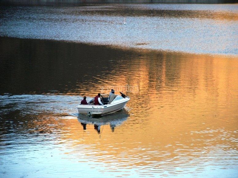 Aguas tranquilas perfectas para la pesca