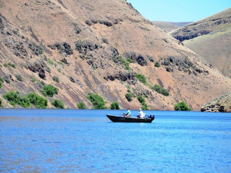 Pescadores en el embalse Comunidad Valenciana
