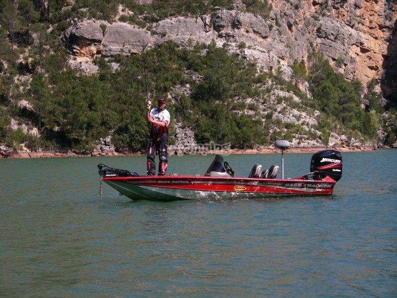 Pesca deportiva en embalse