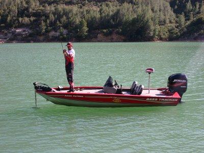 在Cortes de Pallas钓鱼