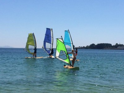 Windsurfing class in Cangas 2 hours