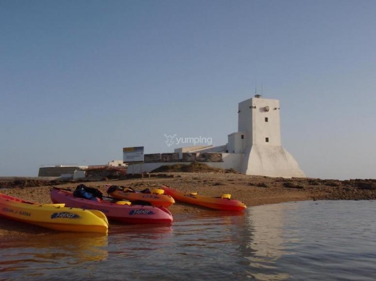 Kayaks en la orilla del Castillo