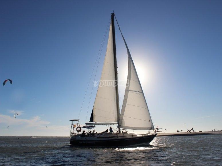 外出乘坐帆船