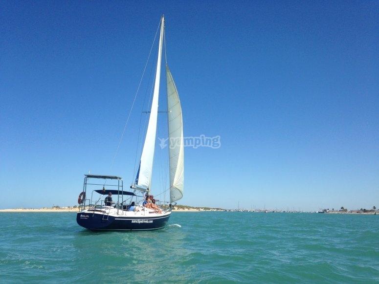 步行至加利纳拉斯港帆船