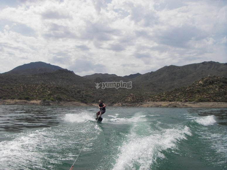 Practicar wakeboard en embalse Madrid