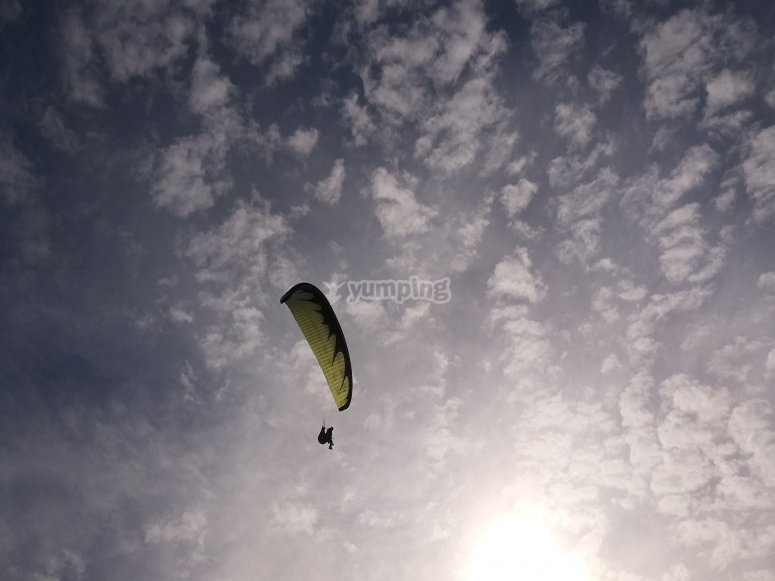 Paragliders in Arcones