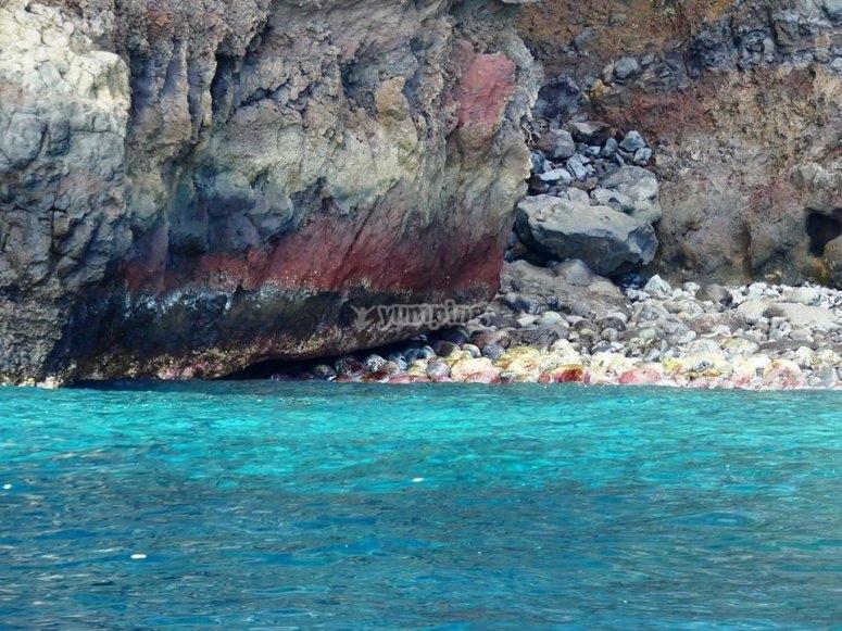 耶罗(El Hierro)的碧绿海水