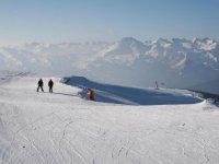 白色滑雪站升降机