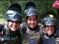 Chicas con equipacion de paintball