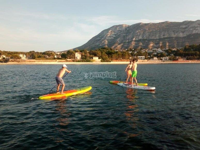 Clases para niños de paddle surf