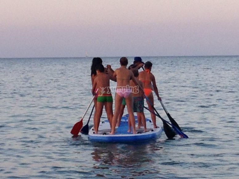 Paddle surf e inglés en campamento urbano