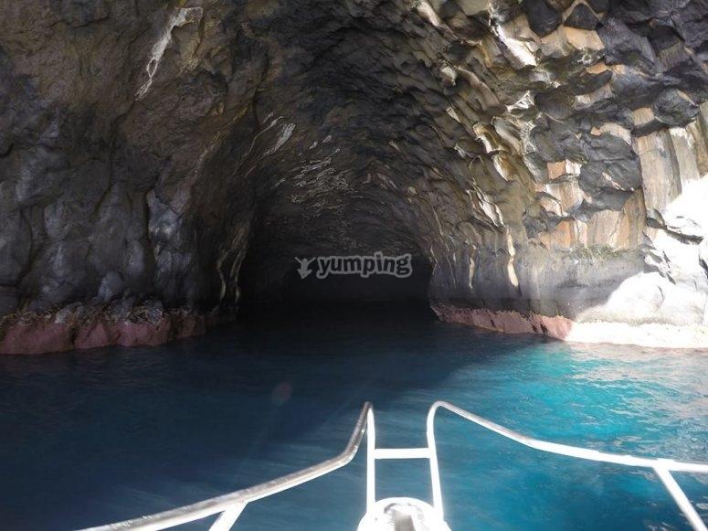 Adentrándonos en la caverna
