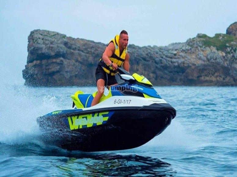 Navegando en mar Cantábrico moto de agua