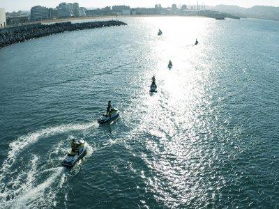 在希洪(Gijón)乘坐摩托艇30分钟