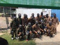 Grupo con marcadoras de pintura