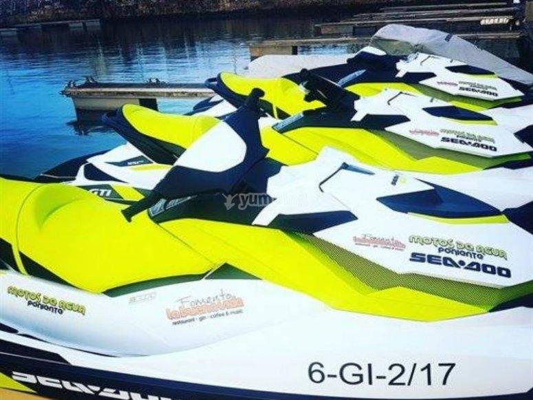 Flota de motos de agua