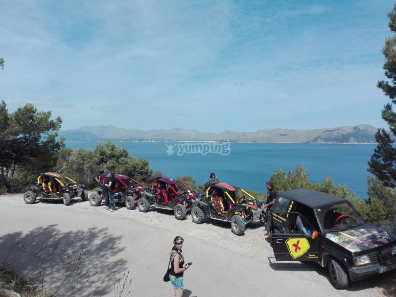 Buggy en fila por carretera Mallorca