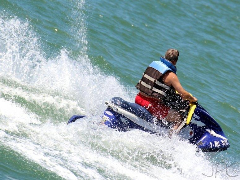 Festeggia l'addio con le moto d'acqua