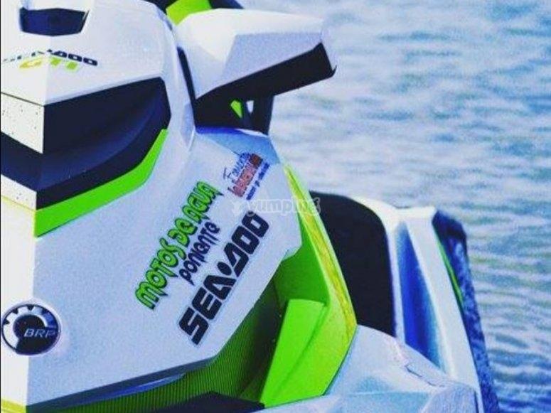 Guida una moto d'acqua lungo la costa di Gijon