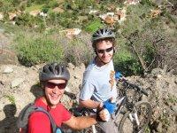 En bici con amigos