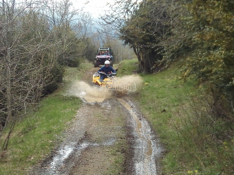 Ruta encharcada en quad