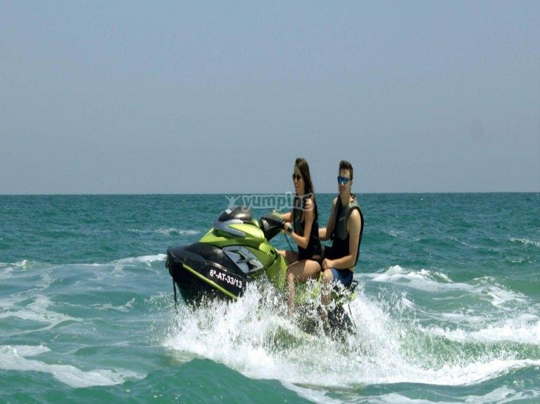 地中海纵排摩托艇