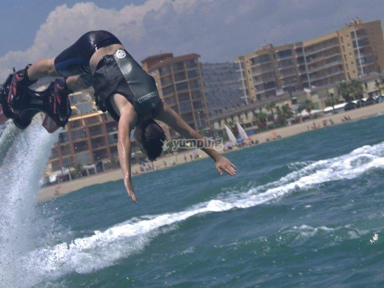 Pirueta en el aire con flyboard