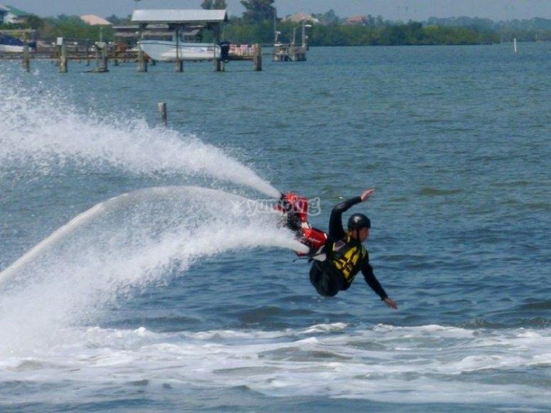Divirtiéndose con flyboard