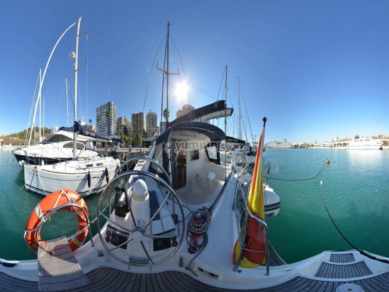Panorámica embarcación recreativa