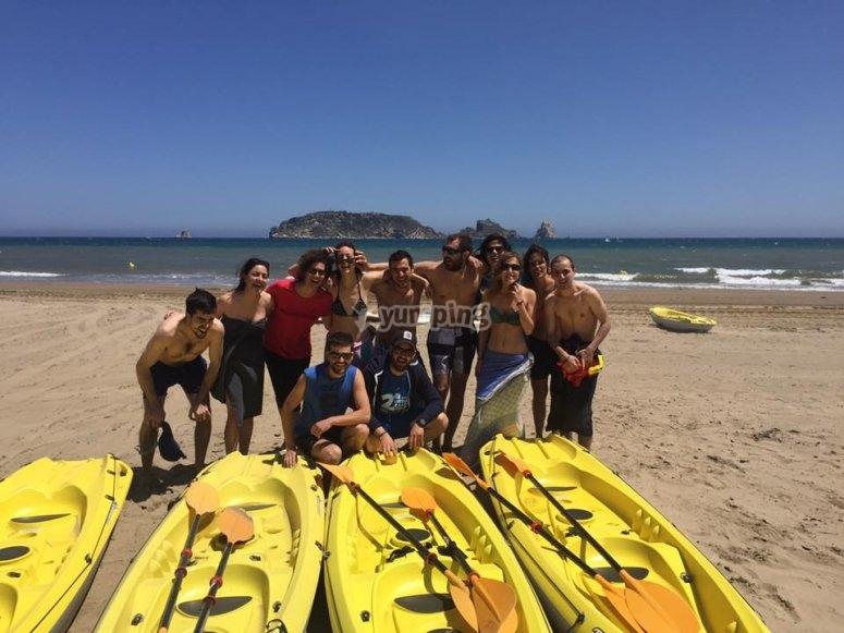 Grupo de niños kayak