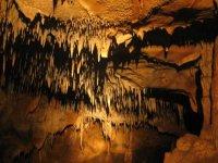 Cueva con estalactitas