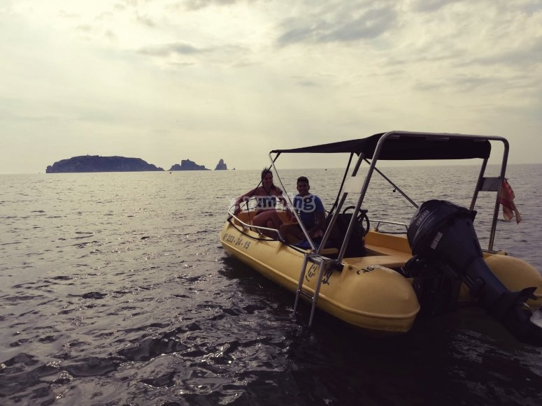 Alquiler barca sin patrón Girona