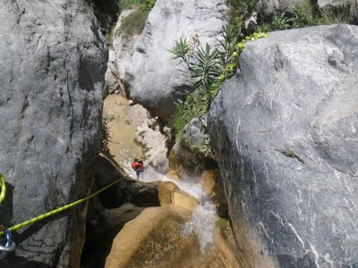 Canyoning in Lentegí river medium level 6 hours