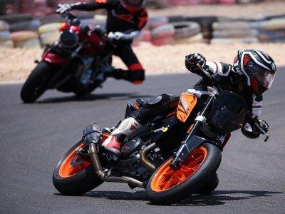 在马斯帕洛马斯电路4小时在摩托车上拍摄