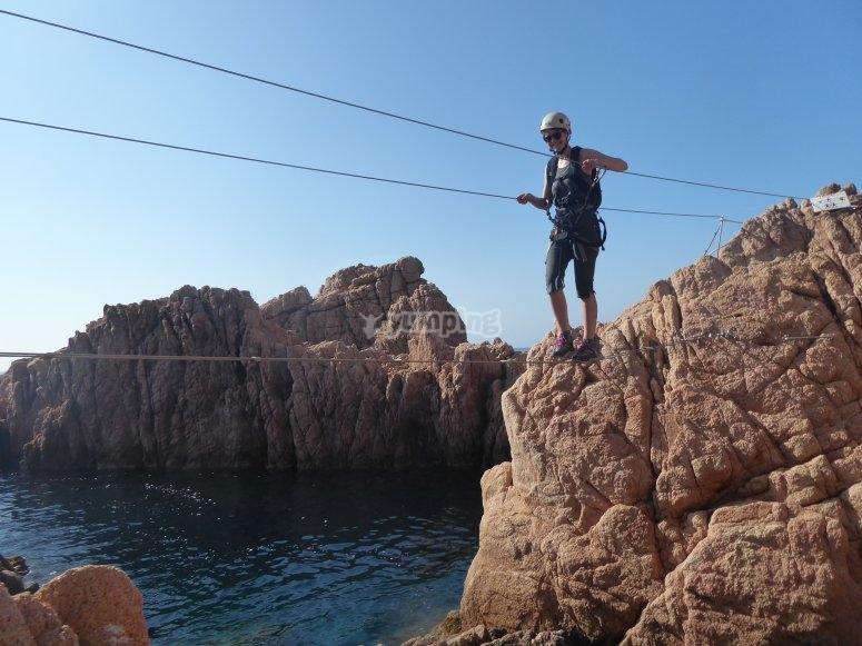 在绳索和大海之间