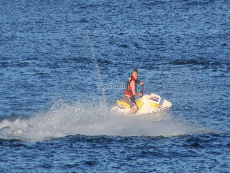 Navega por Marbella en moto de agua